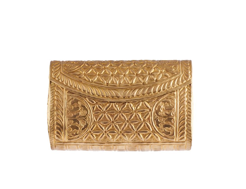 bolso dorado rectangular
