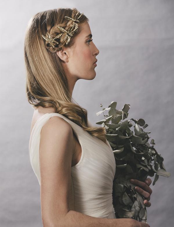 novia con horquillas libelulas metalicas