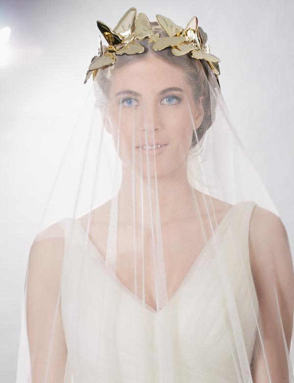 novia velada con corona mariposas tousette
