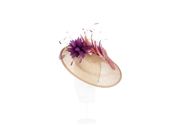pamela sinamay pequeña con plumas