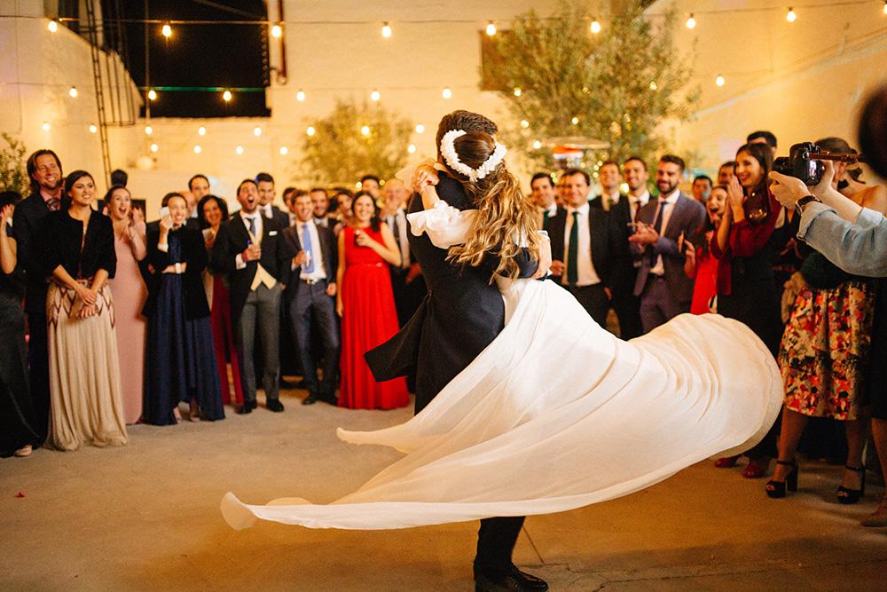 detalle falda en el baile de blanca y fernando
