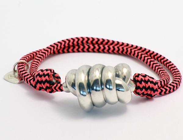 pulsera cuerda roja y negra