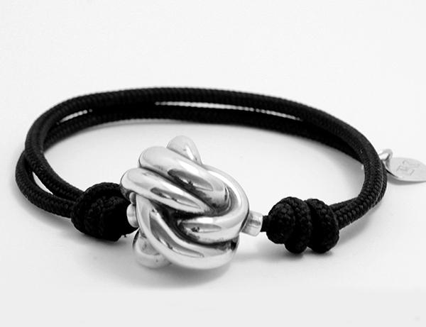 pulsera nudo negra